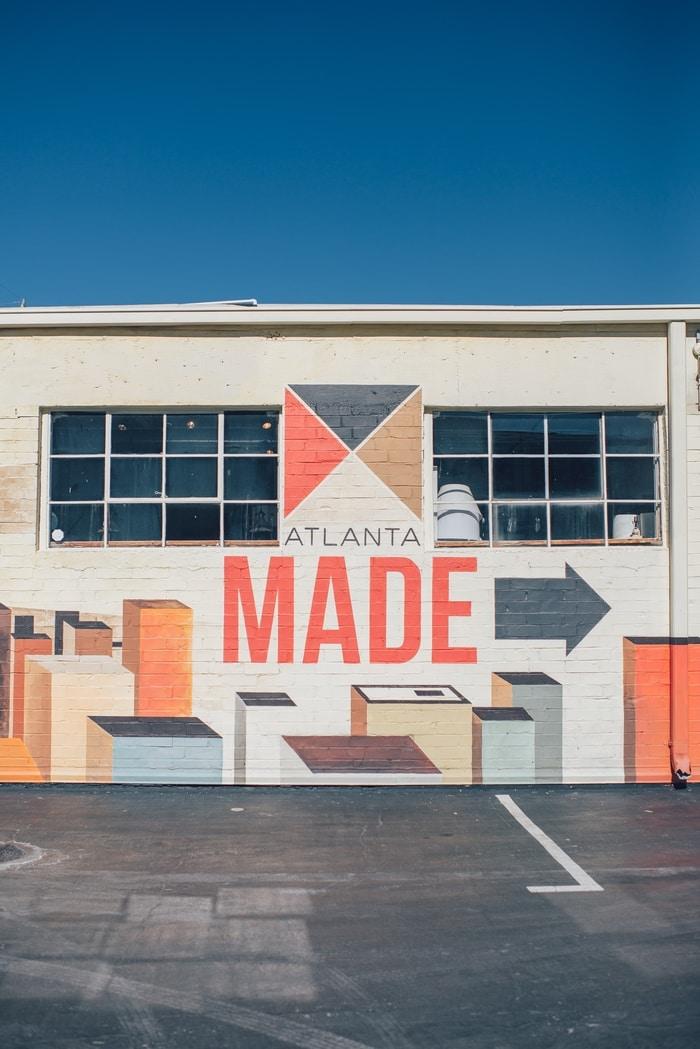 Bepaalde kleurenstellingen, lettertypes en een logo versterken de identiteit van een onderneming aanzienlijk!